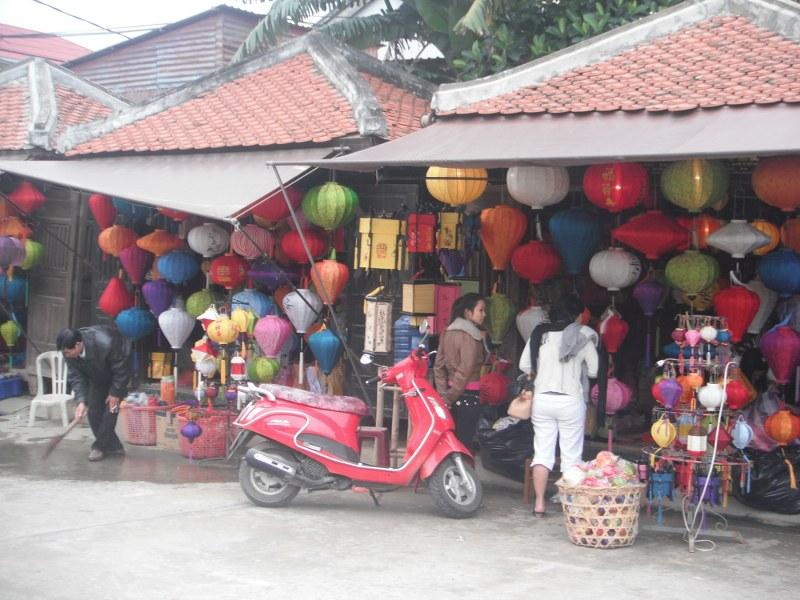 Une fabrique de lanterne à Hoi An