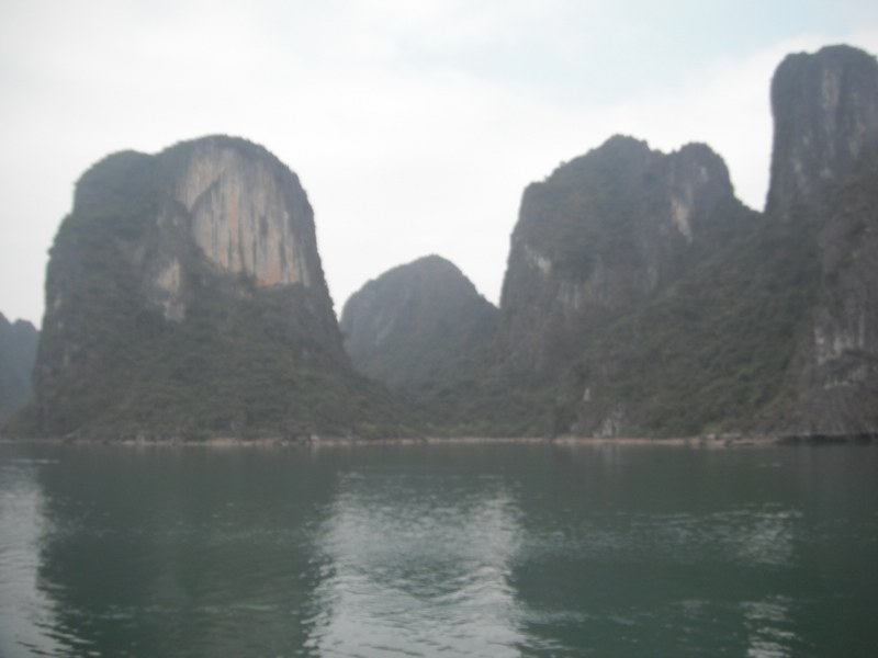 Mini aperçu d'Halong Bay dans le brouillard